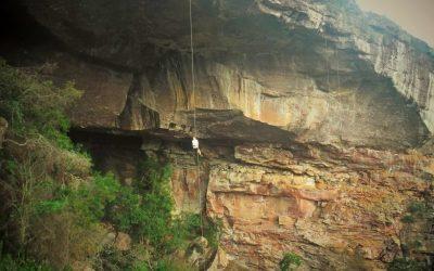 Rappel incrível na gruta do lapão